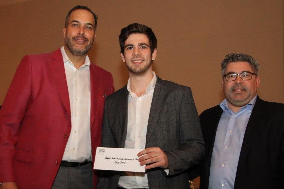 Elio Di Meo est reparti du gala méritas de la Ligue de hockey junior AAA du Québec le sourire aux levres.