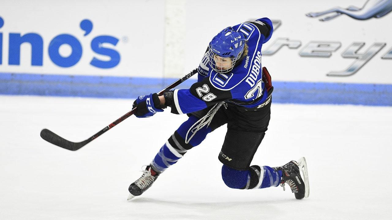 Une joueuse de hockey sur la glace