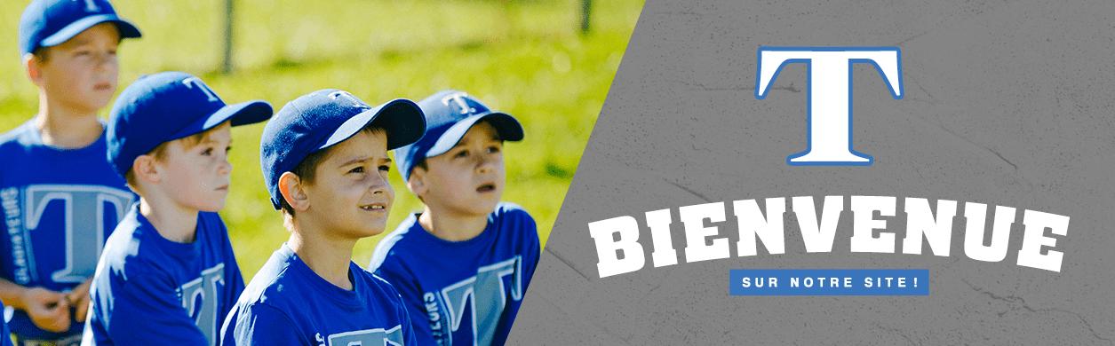 Des jeunes enfants en tenue de baseball
