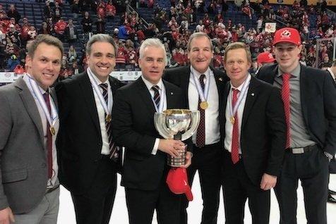 De gauche à droite: Éric Raymond, Joël Bouchard, Dominique Ducharme, Tim Hunter, Trevor Letowski et Tim O'Donnell.