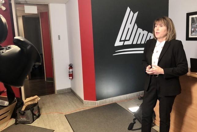 La directrice des services aux joueurs de la LHJMQ, Natacha Llorens