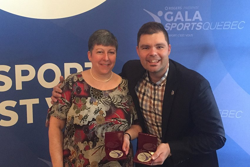Francine Cinq-Mars, finaliste pour le prix action bénévole Dollard-Morin, et Maxime Lamarche, directeur général de Baseball Québec