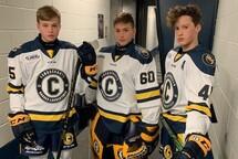 Nathan Plouffe, Zack Tremblay et Théo Jetté étaient très fier d'enfiler leur nouvel uniforme.