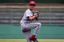 Photo ci-dessus : Claire Eccles deviendra la première joueuse de baseball issue de l'équipe nationale féminine du Canada à évoluer dans une ligue destinée aux joueurs provenant de collèges.