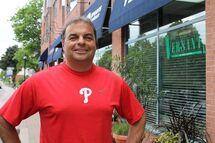 Photo ci-dessus : Alex Agostino, recruteur pour le compte des Phillies de Philadelphie de la Ligue nationale de baseball majeur.