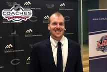 Pier-Alexandre Poulin est nommé l'entraîneur de l'année dans la LHJC et remporte le prix Darcy Haugan/Mark Cross Memorial, présenté par l'Association des entraîneurs de la LNH