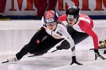 Kim Boutin a quitté la Coupe du monde de Budapest comme seule médaillée individuelle de l'équipe canadienne en terminant deux fois deuxième, samedi au 1500 m et dimanche au 1000 m. Dimanche, seule la Sud-Coréenne Min Jeon Choi (à l'avant-plan) l'a devancée au fil d'arrivée.