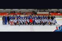 Photo Célébration Caroline Ouellette 2018 | Sur le photo, les 34 joueuses pee-wee qui ont pris part au match des étoiles; 19 de ces filles composent l'équipe qui se rendra à Québec.