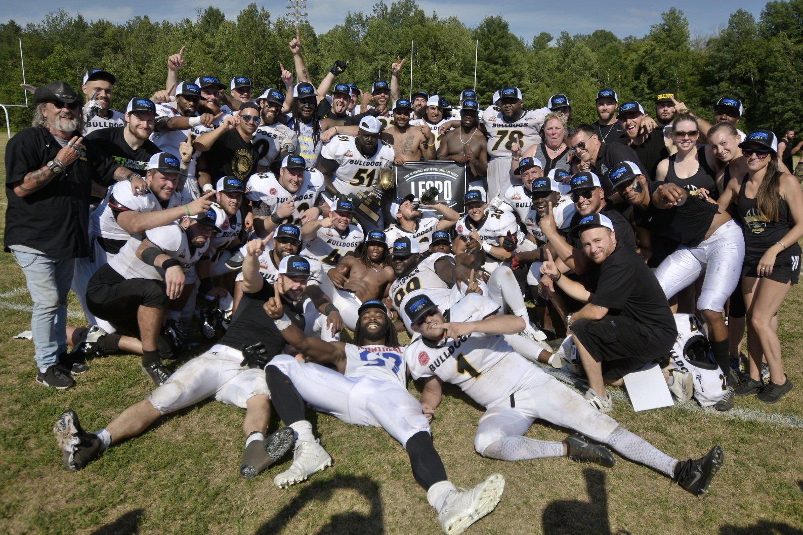 Les Bulldogs de Laval sont couronnés champions de la ligue de football semi-professionnelle du Québec !