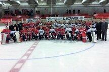 Les Canadiennes de Montréal et les joueuses du camp de sélection d'Équipe Québec des moins de 18 ans, lors du Challenge des Universités