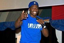 L'humoriste Kevin Raphael commente le match Canadien-Sénateur à la manière d'un Haïtien et fait le buzz