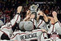 Les Huskies ont soulevé la coupe Memorial pour la première fois de leur histoire, dimanche dernier, à Halifax. (Photo : gracieuseté Vincent Ethier/LHJMQ)