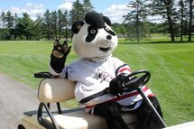 Tomi joue au golf