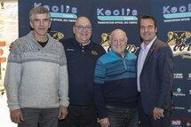 Sur la photo : Monsieur Jacques Laporte, commissaire de la ligue de hockey Junior AAA, Monsieur Robert Dubuc, entraîneur-chef et directeur-gérant des Cobras de Terrebonne, Monsieur Paolo Mori copropriétaires des Cobras de Terrebonne et Monsieur Stéphane Berthe, maire de Terrebonne.