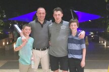 David Desnoyers avec ses fils Caleb, Elliot et Théo