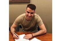 Peter Abbandonato signe son premier contrat professionnel avec le Lightning