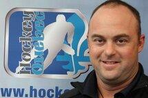 L'arbitre en chef provincial et responsable du comité provincial des officiels (CPO), Marc Maisonneuve explique que c'est une fierté pour les officiels d'Hockey Québec de participer aux volets de la Coupe Dodge.