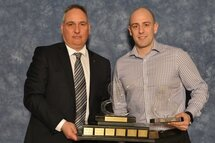Nicholas Piché remporte le prix de l'officiel de l'année dans la LHJAAAQ