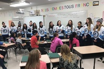 Les joueuses d'Équipe Québec visitent une école en immersion francophone à Morden