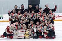 Atome A Éclairs de Monteuil champion au tournoi Cougar Cup de Ottawa.