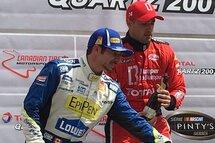 Un podium de deuxième place pour Alex Tagliani, à gauche à côté du vainqueur de la course NASCAR Pinty's Kevin Lacroix.