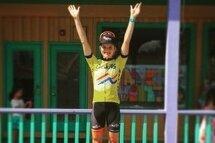 Lex Albrecht a gagné le maillot jaune (leader), le maillot à pois (meilleure grimpeuse) et le maillot vert (meilleure sprinteuse) au Tour of the Catskills