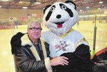 André Simard et Tomi ont vu les hockeyeurs se dépasser au centre sportif de Saint-Antoine au courant des 35 dernières années.