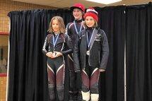 À gauche, Antoine Richard (médaille d'or), à droite, Raphaël Perron (médaille d'or) et derrière, Louka St-Jean (médaille d'argent)