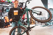 Lex Albrecht avec son nouveau vélo BMC : Le URS 01 Two