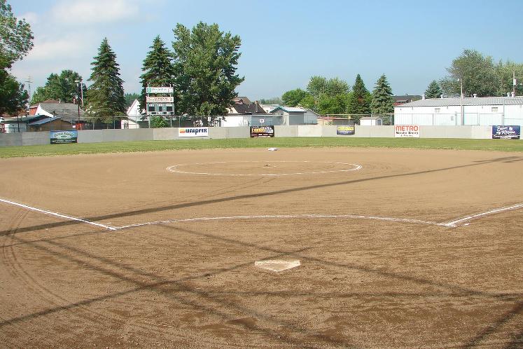 Bienvenue sur le nouveau site de l'Association de Baseball de Louiseville!