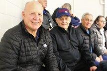 Claude Julien, en compagnie de son père Marcel Julien et beau-père Joe Savoie, est venu encourager sa fille Katryna dans le cadre Coupe Dodge.