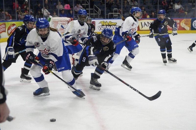 L'équipe d'étoiles féminines  remporte son premier match à Québec