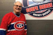 Un bénévole passionné de hockey