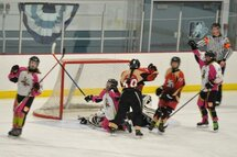Élizabeth Galipeau a inscrit trois buts dans la victoire des Badgirls de l'Estrie sur les Tornades de l'Outaouais en catégorie bantam B. (Photo Claude Vaillancourt)