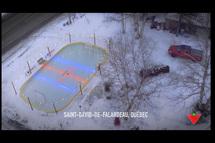 La Québécoise Christiane Gauthier de Saint-David-de-Falardeau a remporté sa patinoire extérieure