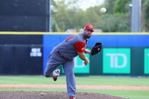 Photo ci-dessus : Éric Gagné face the Blue Jays. (Photo Amanda Fewer)