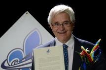 Michel Roy lors de son intronisation au Temple de la renommé de BQRM