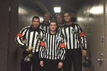Tristan Desormeaux (centre) accompagné des officiels du match Oilers c. Canadiens: Justin St-Pierre (Dolbeau, QC), Greg Devorski (Guelph, ON), Jonny Murray (Beauport, QC) et Jean Hebert (Bouctouche, NB)