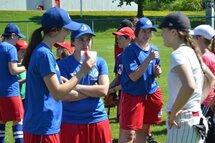 Une tournée de baseball féminin s'arrête un peu partout dans la province de Québec durant l'été 2017 afin d'offrir des cliniques aux jeunes filles.