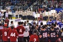 ©Jean-François Vachon - Le Citoyen Rouyn - La SarreLes retrouvailles des Citadelles permettent aux joueurs de toutes les éditions depuis 1964 de se retrouver pour jouer quelques parties e hockey.