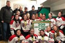 Wings de Westlake Midget A championnes au tournoi Heartbreaker cup
