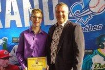 Le méritas provincial de l'arbitre associatif est remis à Jacob Gauthier