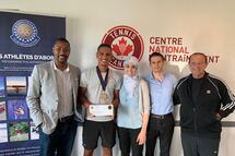 Sur la photo : Cedrick Audel (Administrateur du Club, co-fondateur de l'agence marketing Unikeo Sport), Taha Baadi (Athlète en tennis), Dre Tasnim Alami-Laroussi, Dr Farid Amer Ouali (Clinique Dentaire Carrefour Laval) et Dr Yvon Leclerc