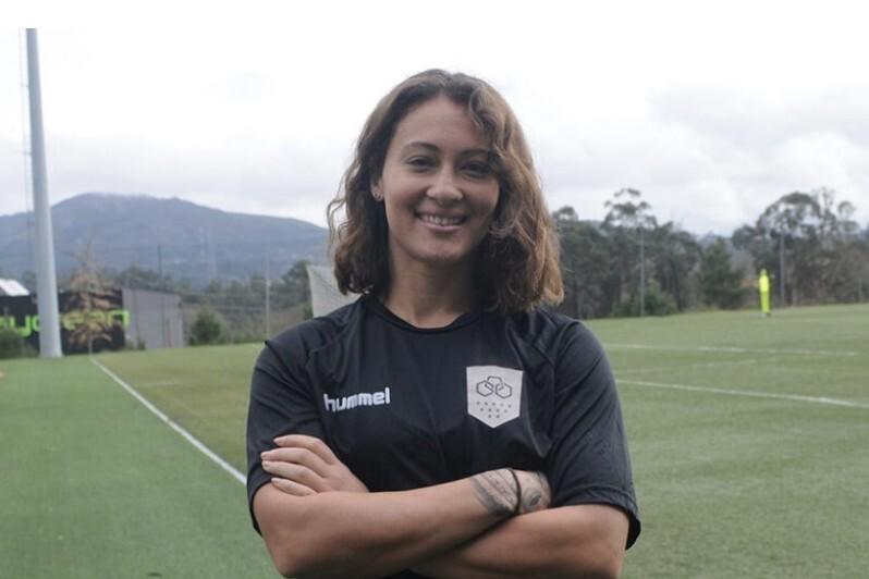 Liz Brown re-signs in Portugal