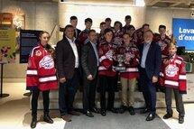 Les Patriotes de Laval Pee-Wee AAA Édition 2018-2019 Champions de la Coupe Dodge reçus à la salle du Conseil de Ville de Laval pour la signature du livre d'or