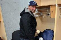Croisé à l'ouverture du camp d'entraînement des Capitales de Québec, l'ancien porte-couleurs de l'équipe Jonathan Malo n'a visiblement pas complété le deuil de sa carrière de joueur de baseball. Le processus avance toutefois, puisqu'il a enfin vidé son casier. (Photo : Pierre Blais, Agence QMI)