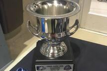Le prix tant convoité par l'ensemble des équipes participantes à la Coupe Dodge Midget BB présentée à Sorel-Tracy.