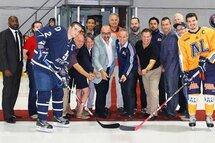 Mise au jeu de la première soirée Boom-orange de hockey masculin, notamment en présence de Madame Hélène LeBlanc, députée, Monsieur Claude Roy, directeur général du Cégep André-Laurendeau ainsi que de nombreux partenaires.