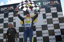 Photos : Tagliani à Trois-Rivières Alex Tagliani a inscrit sa première victoire de la saison dimanche, sa première en série NASCAR Pinty's sur le circuit urbain temporaire du Grand Prix de Trois-Rivières.