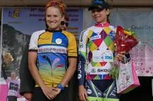Lex Albrecht de Optum Pro Cycling (qui cours avec l'équipe mixte REVA Cycling Ladies à cette édition du Tour de l'Ardèche) sur le podium de la 5ème étape.